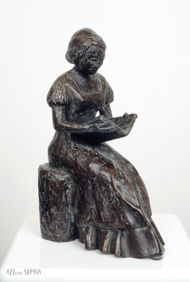 Bronze sculpture reading woman